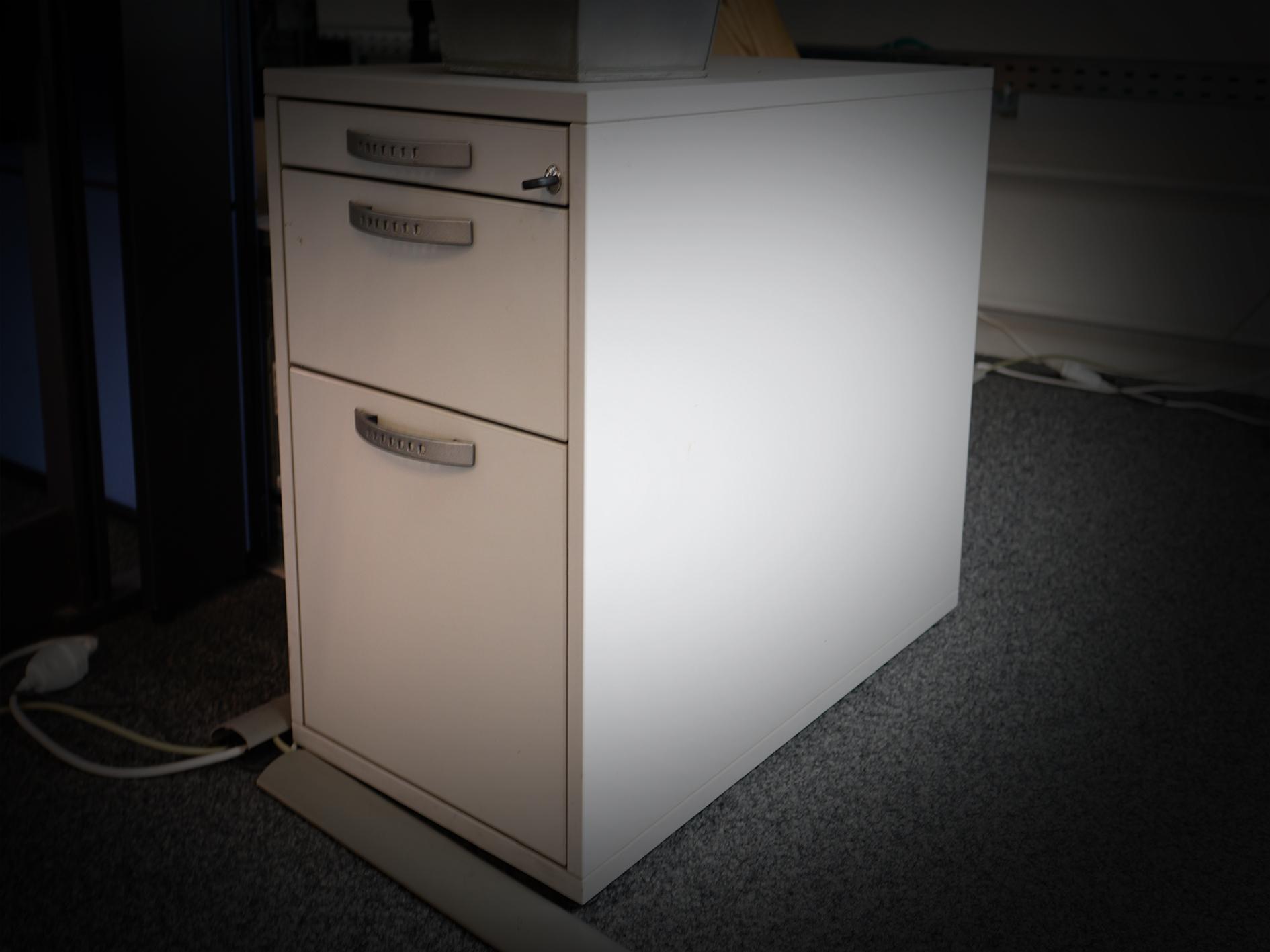 Büromöbel und weitere Möbel- moebelfan.com